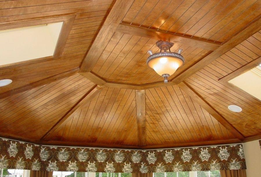 Пример отделки потолка вагонкой