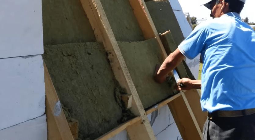 Укладка минеральной ваты в два слоя