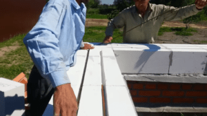 Укладка арматуры в штробы