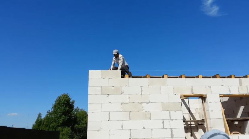 Укладка блока над балками перекрытия