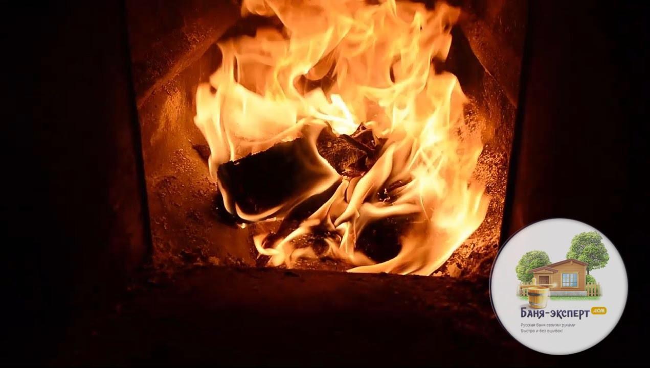 Топить банную печь лучше всего сухими дровами