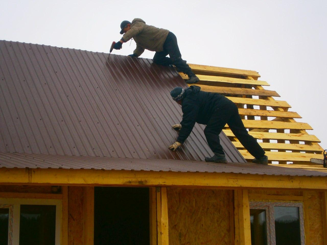 Правила монтажа профнастила на крышу