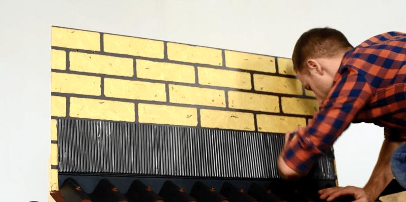 Ленту наклеивают поверх фартука на стену