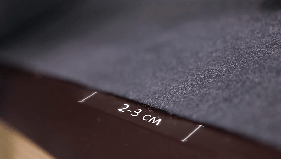 Нижний край ковра не должен доходить 2-3 мм до перегиба планки