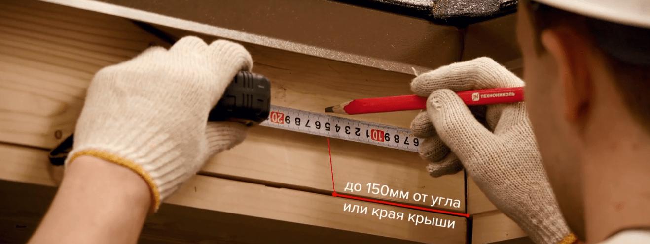 Крайний крюк всегда крепится в 15 см от угла или края