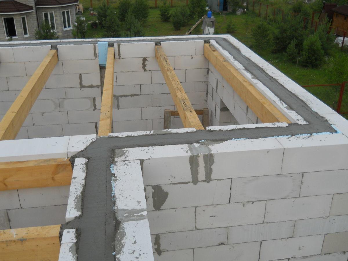 Заливка бетонного армированного пояса