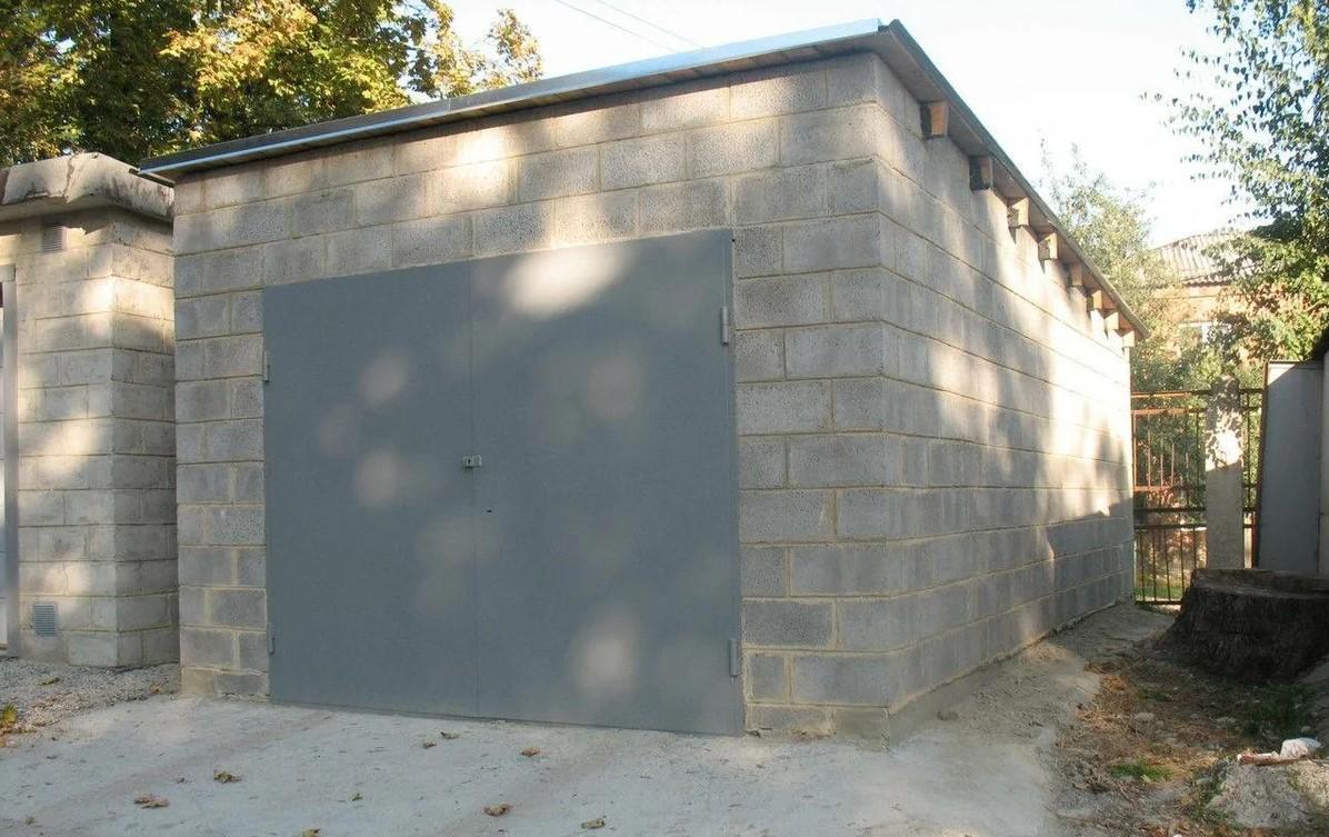 Основное назначение шлакоблоков – возведение хозяйственных построек, гаражей и заборов