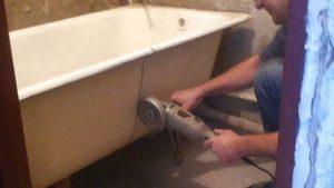 Разрез чугунной ванны будет самым сложным этапом работы